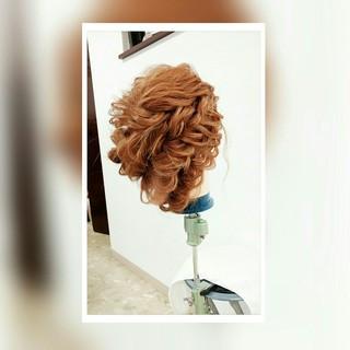 セミロング ルーズ 波ウェーブ くるりんぱ ヘアスタイルや髪型の写真・画像