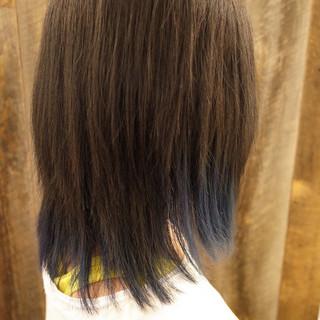 ネイビーアッシュ ストリート ミディアムレイヤー ミディアム ヘアスタイルや髪型の写真・画像