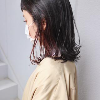 ミディアム 切りっぱなしボブ インナーカラー ナチュラル ヘアスタイルや髪型の写真・画像