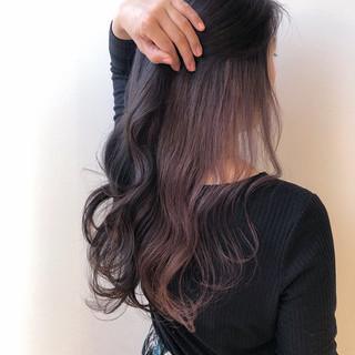 ロング ピンクベージュ ラベンダーピンク インナーカラーパープル ヘアスタイルや髪型の写真・画像