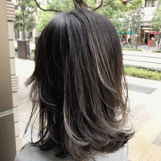 ミディアム グラデーションカラー 外国人風 バレイヤージュ ヘアスタイルや髪型の写真・画像