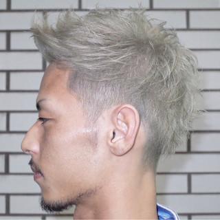 ショート ブリーチ シルバー メンズ ヘアスタイルや髪型の写真・画像