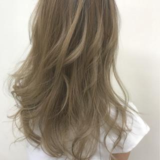 アッシュ セミロング 外国人風 ハイライト ヘアスタイルや髪型の写真・画像