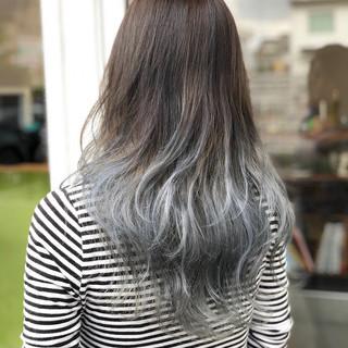 アッシュグレージュ ホワイト ダブルカラー ロング ヘアスタイルや髪型の写真・画像