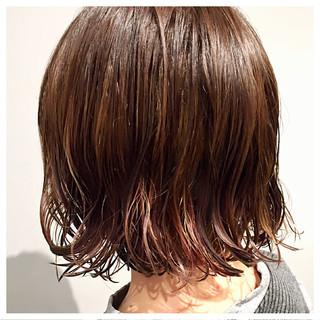 ボブ ウェットヘア 外ハネ インナーカラー ヘアスタイルや髪型の写真・画像