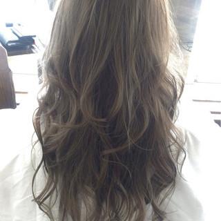 外国人風 アッシュ ハイライト ロング ヘアスタイルや髪型の写真・画像