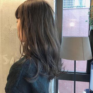くすみカラー フェミニン ナチュラル 透明感 ヘアスタイルや髪型の写真・画像