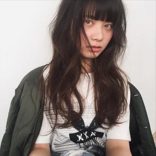 パーマ ナチュラル 前髪あり ニュアンス ヘアスタイルや髪型の写真・画像
