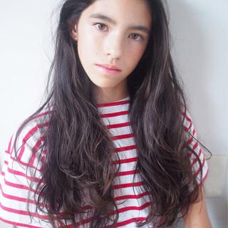 アッシュ ロング ナチュラル 外国人風 ヘアスタイルや髪型の写真・画像