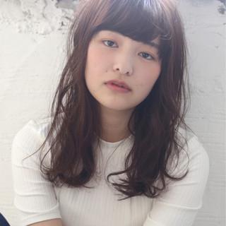 グレージュ ミディアム フェミニン ウルフカット ヘアスタイルや髪型の写真・画像