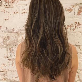 ロング ハイライト グラデーションカラー エレガント ヘアスタイルや髪型の写真・画像