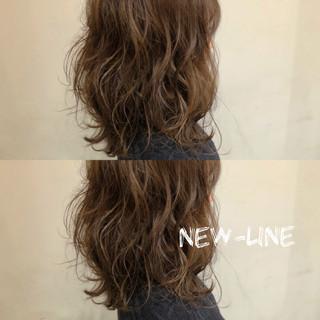 ひし形 波ウェーブ 外国人風 セミロング ヘアスタイルや髪型の写真・画像