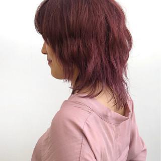 スポーツ ミディアム ピンク レッド ヘアスタイルや髪型の写真・画像