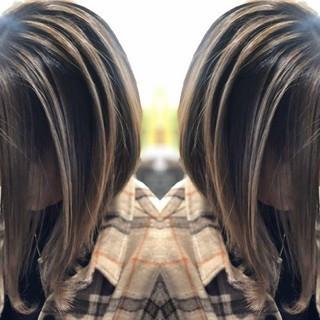 セミロング #インナーカラー グレージュ イルミナカラー ヘアスタイルや髪型の写真・画像