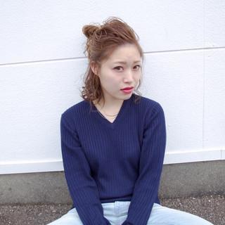 ミディアム アッシュ 簡単ヘアアレンジ ツイスト ヘアスタイルや髪型の写真・画像