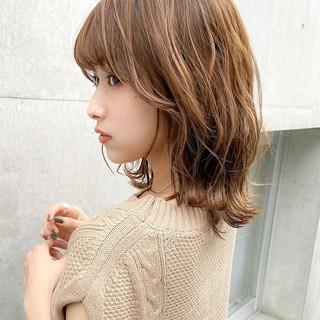 デジタルパーマ ミディアムレイヤー ミディアム ナチュラル ヘアスタイルや髪型の写真・画像