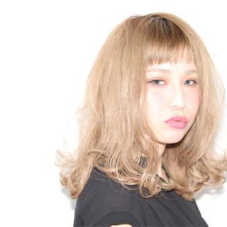 オフィス 前髪あり ナチュラル 外国人風 ヘアスタイルや髪型の写真・画像
