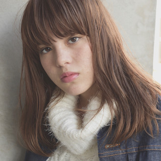 ミディアム 冬 ストリート パーマ ヘアスタイルや髪型の写真・画像