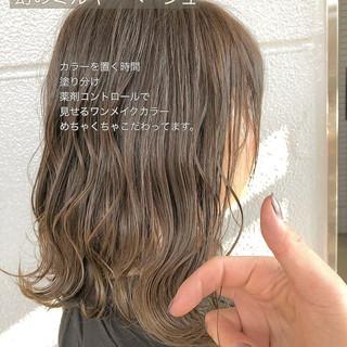 セミロング デート ミルクティーベージュ ナチュラル ヘアスタイルや髪型の写真・画像