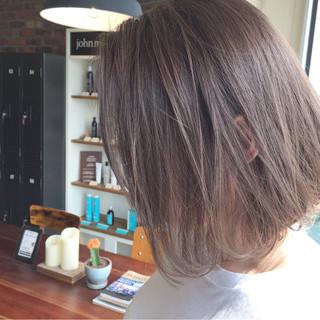 ハイライト リラックス グレージュ ヌーディベージュ ヘアスタイルや髪型の写真・画像