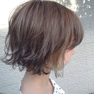 レイヤーカット ショートボブ ボブ カーキアッシュ ヘアスタイルや髪型の写真・画像