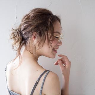 ヘアアレンジ ナチュラル メッシーバン セミロング ヘアスタイルや髪型の写真・画像