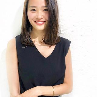 外国人風カラー ナチュラル オフィス 大人かわいい ヘアスタイルや髪型の写真・画像