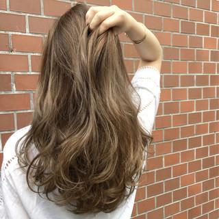 ロング グレージュ 外国人風 ハイライト ヘアスタイルや髪型の写真・画像