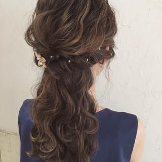 ハーフアップ フェミニン セミロング ヘアアレンジ ヘアスタイルや髪型の写真・画像