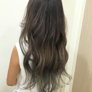 外国人風カラー グレー グラデーションカラー アッシュ ヘアスタイルや髪型の写真・画像