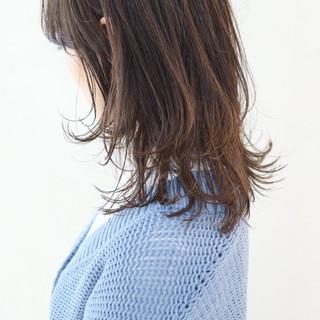 ミディアムレイヤー セミロング グラデーションカラー フェミニン ヘアスタイルや髪型の写真・画像