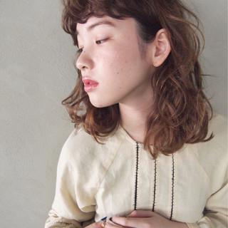 ミディアム 前髪あり ミルクティー ニュアンス ヘアスタイルや髪型の写真・画像