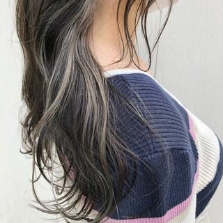 セミロング ベージュ シアーベージュ インナーカラー ヘアスタイルや髪型の写真・画像