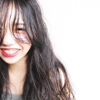 くせ毛風 黒髪 ナチュラル ゆるふわ ヘアスタイルや髪型の写真・画像