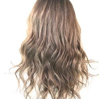 セミロング アッシュベージュ ガーリー ヌーディーベージュ ヘアスタイルや髪型の写真・画像