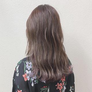エレガント ラベンダーグレージュ ミルクティー グレージュ ヘアスタイルや髪型の写真・画像