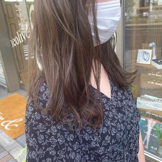 セミロング ナチュラル 透明感 アッシュグレー ヘアスタイルや髪型の写真・画像
