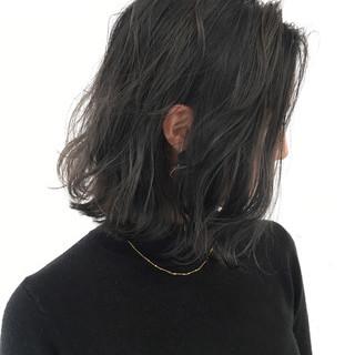 ボブ グラデーションカラー アッシュグレー 切りっぱなし ヘアスタイルや髪型の写真・画像