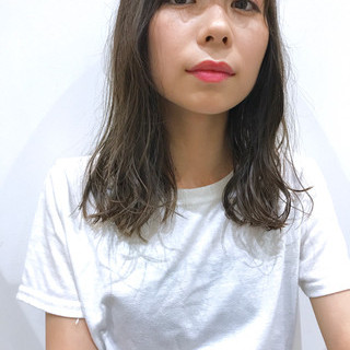 外国人風 アンニュイ グレーアッシュ イルミナカラー ヘアスタイルや髪型の写真・画像