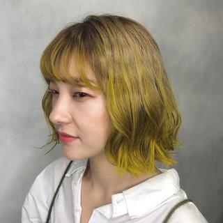 イエロー カラーバター ボブ ストリート ヘアスタイルや髪型の写真・画像