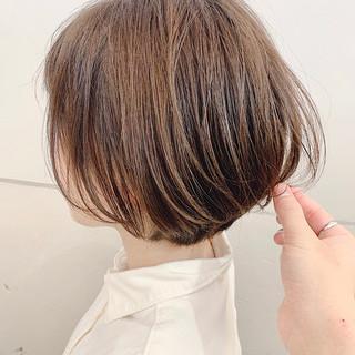 ショートヘア ショート ベージュ ナチュラル ヘアスタイルや髪型の写真・画像