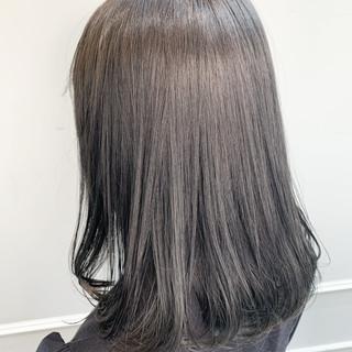 クール ナチュラル ブリーチ ダークグレー ヘアスタイルや髪型の写真・画像