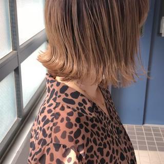 外ハネボブ ボブ ハイトーンカラー クール ヘアスタイルや髪型の写真・画像