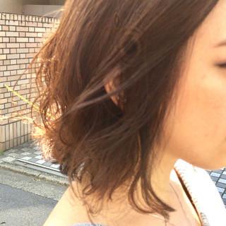 アッシュベージュ 透明感 ウェーブ ボブ ヘアスタイルや髪型の写真・画像