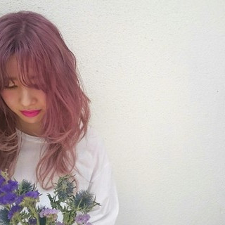 ストリート ピンク 外国人風 セミロング ヘアスタイルや髪型の写真・画像
