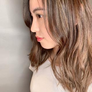 外国人風カラー グラデーションカラー ロング ハイライト ヘアスタイルや髪型の写真・画像