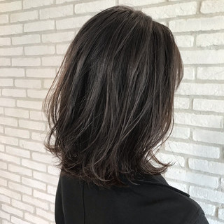 ミディアムヘアー コンサバ デジタルパーマ ひし形シルエット ヘアスタイルや髪型の写真・画像