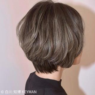 ハイライト ショート ウェーブ アンニュイ ヘアスタイルや髪型の写真・画像