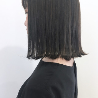 ナチュラル 透明感 ウェットヘア グレージュ ヘアスタイルや髪型の写真・画像