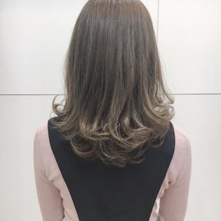 アッシュ ミディアム ボブ グラデーションカラー ヘアスタイルや髪型の写真・画像
